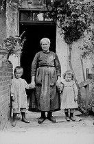 Roger-Viollet | 966147 | Farmer from the Berry. Near Argenton-sur-Creuse (Indre). France, around 1900. | © CAP / Roger-Viollet