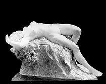 Roger-Viollet | 966258 | Jeanne Itasse-Broquet.  Bacchante . | © Léopold Mercier / Roger-Viollet