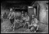 Roger-Viollet | 968206 | World War I. French army. Machine-gunners. 1915. | © Albert Harlingue / Roger-Viollet