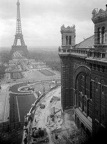 Roger-Viollet | 968833 | PARIS - INTERNATIONAL EXHIBITION | © Laure Albin Guillot / Roger-Viollet