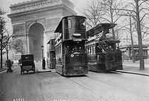 Roger-Viollet | 969426 | Traffic in Paris | © Maurice-Louis Branger / Roger-Viollet