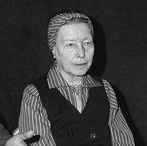 Roger-Viollet | 970499 | Simone de Beauvoir (1908-1986), French woman of letters, June 1978. | © Alain Bonhoure / Roger-Viollet