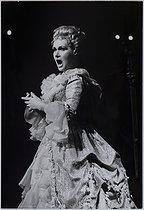 Roger-Viollet | 970776 | Elisabeth Schwarzkopf (1915-2006), German-born English opera singer. Photograph by Jean Marquis (1926-2019). Bibliothèque historique de la Ville de Paris. | © Jean Marquis / BHVP / Roger-Viollet