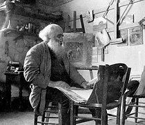 Roger-Viollet | 972476 | Camille Pissarro (1830-1903), French painter, in his studio. | © Roger-Viollet / Roger-Viollet