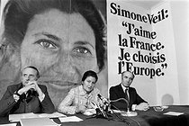 Roger-Viollet | 972494 | Jean-François Deniau (1928-2007), French writer and politician, and Simone Veil (1927-2017), French Minister for Health. Paris, 1979. | © Jacques Cuinières / Roger-Viollet