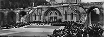Roger-Viollet | 974886 | Lourdes (Upper-Pyrenees). Crowd in front of the basilica of Rosaire. Around 1910. | © Léon & Lévy / Roger-Viollet