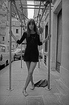 Roger-Viollet   975742   Jane Birkin (born in 1946), English actress and singer. Paris, 1968. Photograph by Georges Kelaïditès (1932-2015).   © Georges Kelaïditès / Roger-Viollet