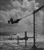 Roger-Viollet   978192   Swing   © Pierre Jahan / Roger-Viollet
