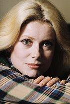 Roger-Viollet   978627   Catherine Deneuve (born in 1943), French actress. France, 1974.   © Jean-Régis Roustan / Roger-Viollet