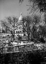 Roger-Viollet | 980675 | Paris. Sacré-Cour Basilica (1876-1910) and public garden Saint-Pierre. | © Charles Hurault / Roger-Viollet