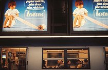 Roger-Viollet | 981476 | RER, rapid transit system. Advertising posters for Lotus toilet paper at the Etoile station. Paris, circa 1970. Photograph by Léon Claude Vénézia (1941-2013). | © Léon Claude Vénézia / Roger-Viollet
