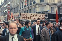 Roger-Viollet | 985281 | May-June 1968 events. Demonstration for the 40-hour working week with no loss in pay. Paris, May 1968. Photograph by Georges Azenstarck (born in 1934). | © Georges Azenstarck / Roger-Viollet