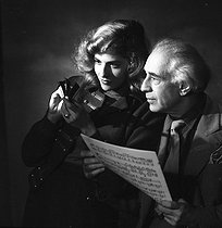 Roger-Viollet | 986195 | Abel Gance (1889-1981), French director and Nelly Kaplan (born in 1936), Argentinian-born French director and writer, November 1956. | © Boris Lipnitzki / Roger-Viollet