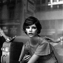 Roger-Viollet | 986840 | Display mannequin in a shop window. France. | © Roger-Viollet / Roger-Viollet