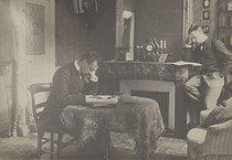 Roger-Viollet | 987240 |  Bilocation . Special effect photograph by Henri Roger (1869-1946), Paris, around 1890-1900. | © Henri Roger / Roger-Viollet