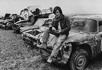 Roger-Viollet | 988765 | Jacques Dutronc, chanteur et acteur français. Région parisienne, 17 octobre 1977. | © Jean-Pierre Couderc / Roger-Viollet