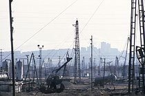 Roger-Viollet | 988857 | Oil wells, which are still working, in Baku (Azerbaijan-Russia). Some of them have been built over a century ago, 1997. | © Jean-Paul Guilloteau / Roger-Viollet