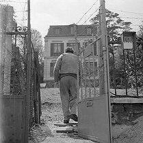 Roger-Viollet | 989292 | Louis-Ferdinand Céline (1894-1961), French writer. Meudon, about 1955. | © Bernard Lipnitzki / Roger-Viollet