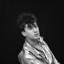Roger-Viollet | 989831 | Alain Bashung (1947-2009), French singer-songwriter. France, 1982. | © Patrick Ullmann / Roger-Viollet
