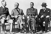 Roger-Viollet | 990243 | World War II. Anfa meeting (near Casablanca). From left to right: General Giraud, F. D. Roosevelt, General De Gaulle and W. Churchill, January 1943. | © Roger-Viollet / Roger-Viollet