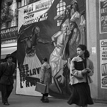 Roger-Viollet | 993896 | PARIS - FILM POSTER | © Gaston Paris / Roger-Viollet