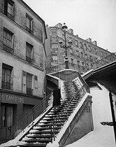 Roger-Viollet   994432   Ménilmontant. Stairs of the rue Vilin, under the snow. Paris (XXth arrondissement), 1947. Photograph by René Giton known as René-Jacques (1908-2003). Bibliothèque historique de la Ville de Paris.   © René-Jacques / BHVP / Roger-Viollet