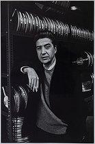 Roger-Viollet | 994488 | Alain Resnais (1922-2014), French director, November 1967. Photograph by Jean Marquis (1926-2019). Bibliothèque historique de la Ville de Paris. | © Jean Marquis / BHVP / Roger-Viollet
