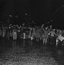 Roger-Viollet | 994803 | Algerian war. Demonstration of the Algerian workers. Paris, October 17th, 1961. | © Jacques Boissay / Roger-Viollet