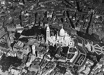 Roger-Viollet | 996243 | Aerial view of Montmartre. Paris (XVIIIth arrondissement). | © Aéro-Photo / Roger-Viollet