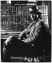 Roger-Viollet | 997008 | Jean Michel Jarre (born in 1948), French composer of electronic music, in his studio. Chatou, 1983. | © Bruno de Monès / Roger-Viollet