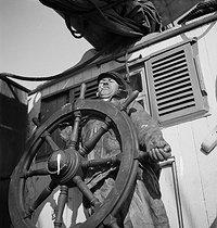 Roger-Viollet | 997948 | LA FRANCE TRAVAILLE. FISHERMEN | © François Kollar / Bibliothèque Forney / Roger-Viollet
