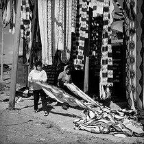 Roger-Viollet | 998348 | Women making kimonos : the drying process. Kyoto (Japan), March 1962. Photograph by Hélène Roger-Viollet (1901-1985). | © Hélène Roger-Viollet / Roger-Viollet