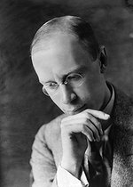 Roger-Viollet | 999564 | Sergei Prokofiev (1891-1953), Russian pianist and composer. Paris, June 1924. Photograph by Pierre Choumoff (1872-1936). | © Pierre Choumoff / Roger-Viollet