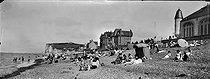 Roger-Viollet | 999741 | Pourville-sur-mer (Seine-Maritime).The beach. Around 1900. | © Léon & Lévy / Roger-Viollet