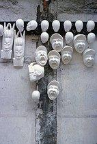 Roger-Viollet | 1001127 | Plaster casts of French art, rue de la Mare. Paris, 1968. Photograph by Léon Claude Vénézia (1941-2013). | © Léon Claude Vénézia / Roger-Viollet