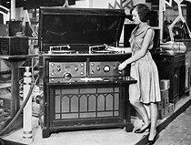Roger-Viollet | 1002020 | Exhibition of a wireless radio set and a record player in 1929. | © Roger-Viollet / Roger-Viollet