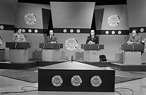 Roger-Viollet | 1003441 | European elections. TV election debate with Simone Veil, François Mitterrand, Jacques Chirac and Georges Marchais, on May 4, 1979. | © Jacques Cuinières / Roger-Viollet