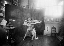 Roger-Viollet   1003877   Danseurs russes, Mme Menzelintzeff et Stroukoff. Photographie de Léopold Mercier.   © Léopold Mercier / Roger-Viollet