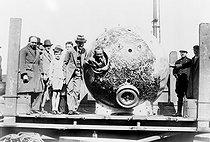 Roger-Viollet | 1004589 | Ballon stratosphérique du professeur Auguste Piccard (1884-1962), physicien suisse. 1932. | © Jacques Boyer / Roger-Viollet