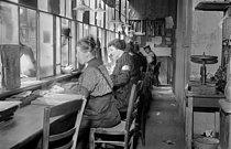 Roger-Viollet | 1005367 | War - Women at work | © Maurice-Louis Branger / Roger-Viollet
