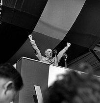 Roger-Viollet | 1006327 | General De Gaulle (1890-1970), making a speech at Saint-Denis de la Réunion (France), on July 10, 1959. | © Roger-Viollet / Roger-Viollet