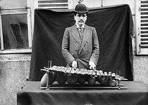 Roger-Viollet | 1006403 | Xylophone | © Maurice-Louis Branger / Roger-Viollet