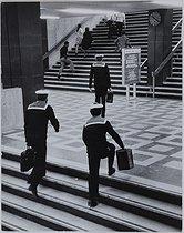 Roger-Viollet | 1007220 | The Montparnasse train station. Paris, 1971. Photograph by Jean Marquis (1926-2019). Bibliothèque historique de la Ville de Paris. | © Jean Marquis / BHVP / Roger-Viollet