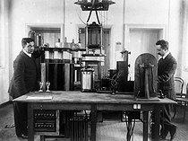 Roger-Viollet | 1007553 | Intérieur du poste de TSF. Bellini et Tosi à Boulogne sur Mer. 1910. | © Jacques Boyer / Roger-Viollet