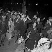 Roger-Viollet | 1009876 | Algerian war. Demonstration of Algerian workers. Paris, on October 17, 1961. | © Jacques Boissay / Roger-Viollet
