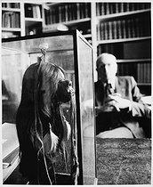 Roger-Viollet | 1010918 | Claude Levi-Strauss (1908-2009), French anthropologist, ethnologist and philosopher, at home. Paris, September 1985. | © Bruno de Monès / Roger-Viollet