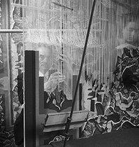 Roger-Viollet | 1017009 | Weaving loom. Paris, Gobelins Manufactory. 1920-1950. | © Laure Albin Guillot / Roger-Viollet