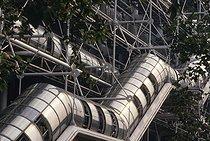 Roger-Viollet | 1017112 | Exterior of the centre Georges Pompidou, Beaubourg. Paris (IVth arrondissement), 1990. | © Jean-Pierre Couderc / Roger-Viollet
