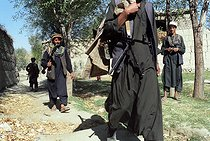 Roger-Viollet   1018437   Second war in Afghanistan between the USA and the Northern Alliance against the Taliban following the September 11, 2001 attacks. Mujahideen on the Northern Alliance front line in Kapisa, north of Kabul. Afghanistan, September-October 2001.   © Jean-Paul Guilloteau / Roger-Viollet