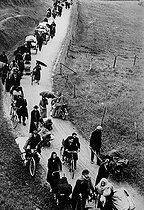 Roger-Viollet | 1018498 | World War II. The exodus of May-June 1940 in France. | © LAPI / Roger-Viollet